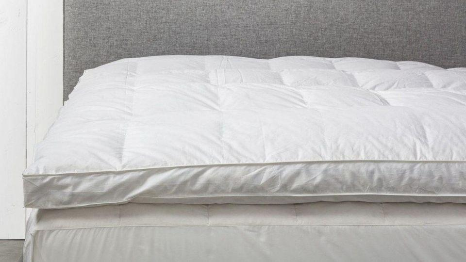 11 Of The Best Mattress Toppers For, Can You Put A Full Size Mattress Topper On Queen Bed