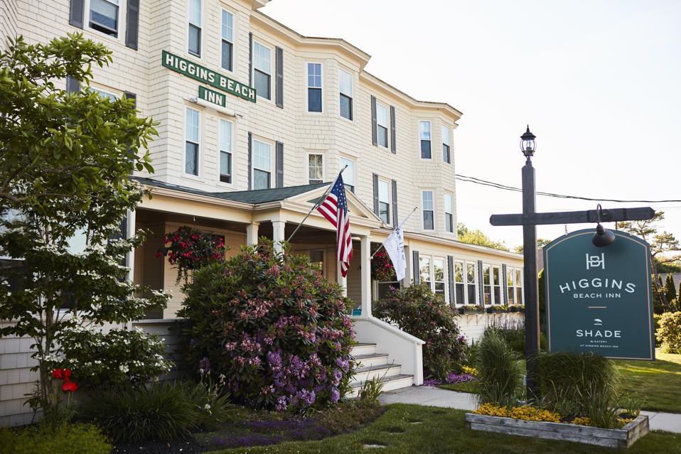The exterior Higgins Beach Inn.