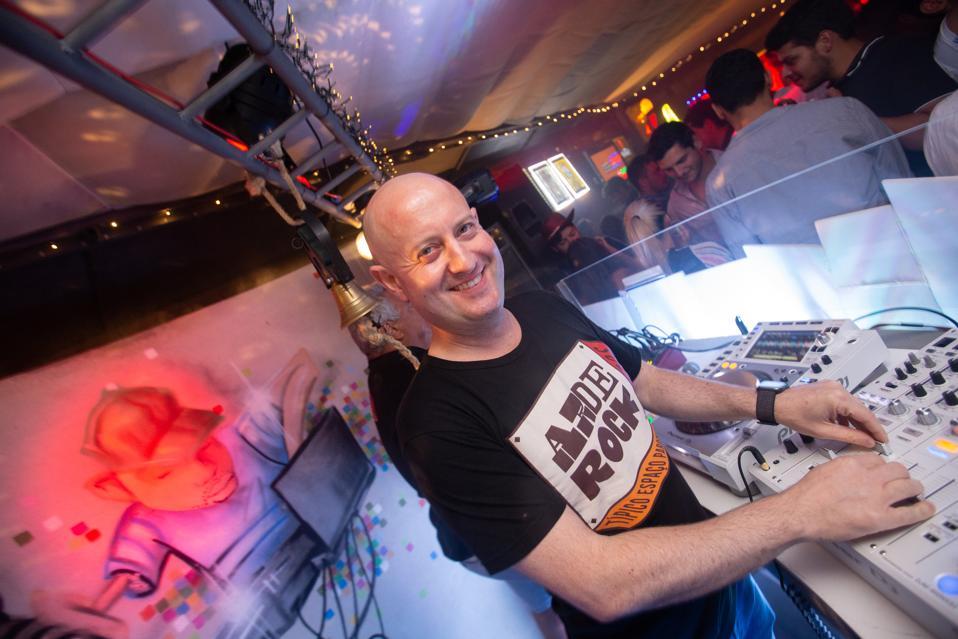 Padre Guilherme, The DJing Priest