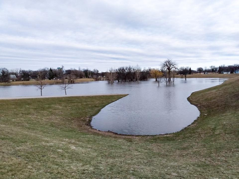 Red River, Fargo, North Dakota, flood, covid-19, coronavirus