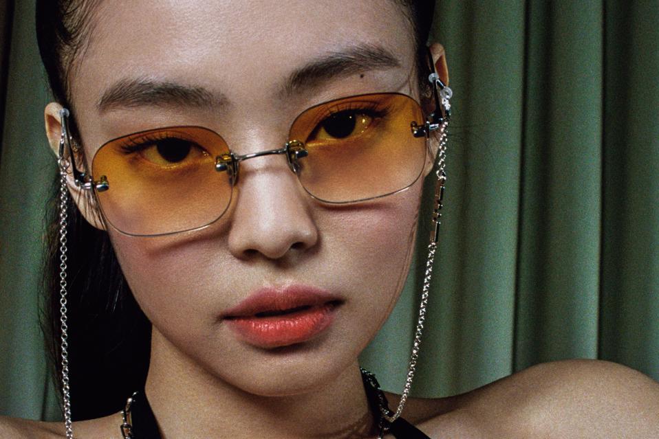 BLACKPINK Jennie Kim x Gentle Monster wearing DAISY 02 and MOON LIGHT SV glasses chain.