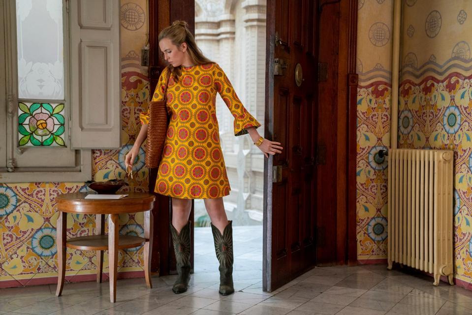 Villanelle wears a 70s style shift dress from maximalist fashion label La DoubleJ