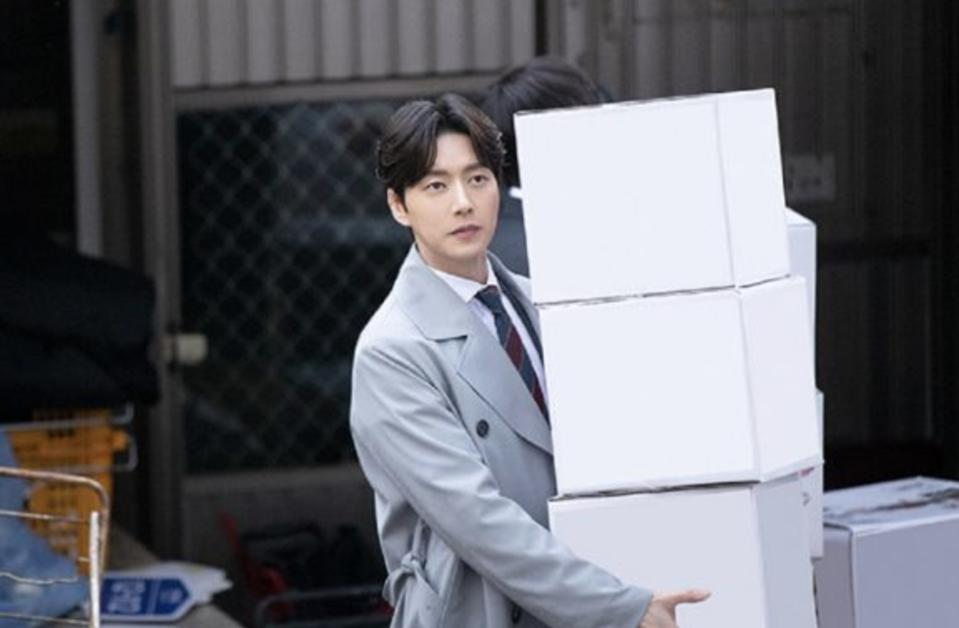 Park Hae-jin plays an office team leader in 'Old School Intern,' which airs in May.