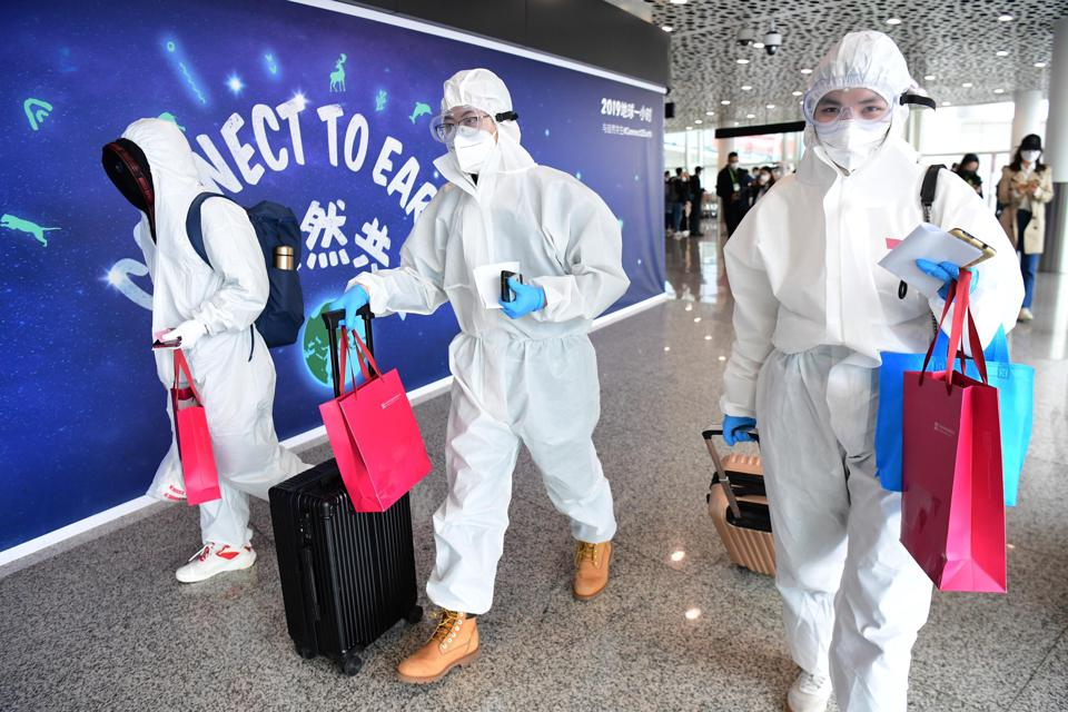 Passengers from Wuhan arrive at Shenzhen