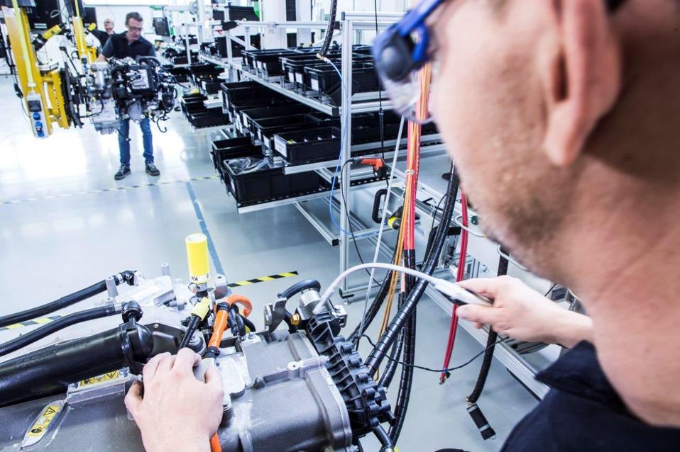 Daimler Volvo hydrogen fuel cell trucks