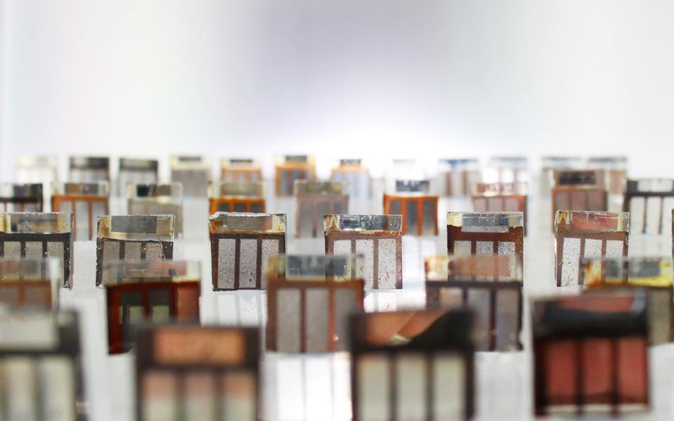 solar cells arranged as gravestones