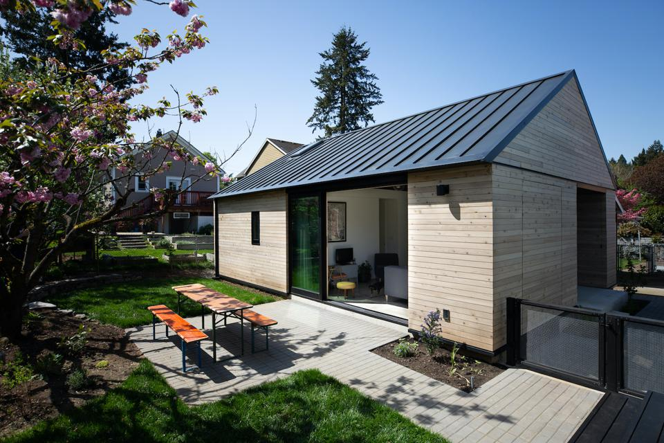 This 624 square foot accessory dwelling unit (ADU) is low maintenance, has lots of natural light and an excellent outdoor space.