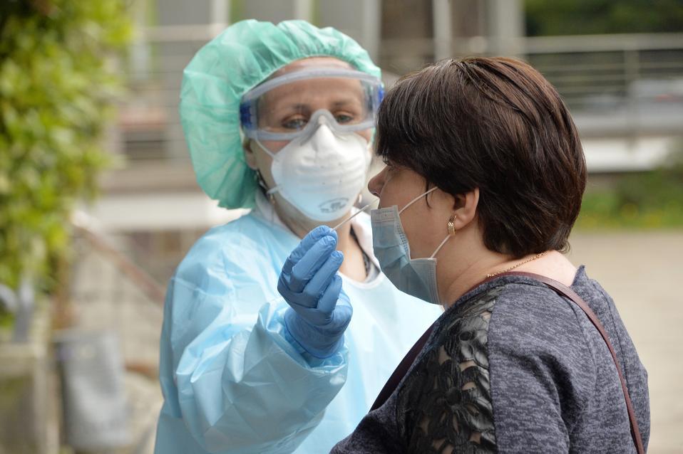 Les cas de coronavirus en Italie baissent légèrement après des semaines de verrouillage