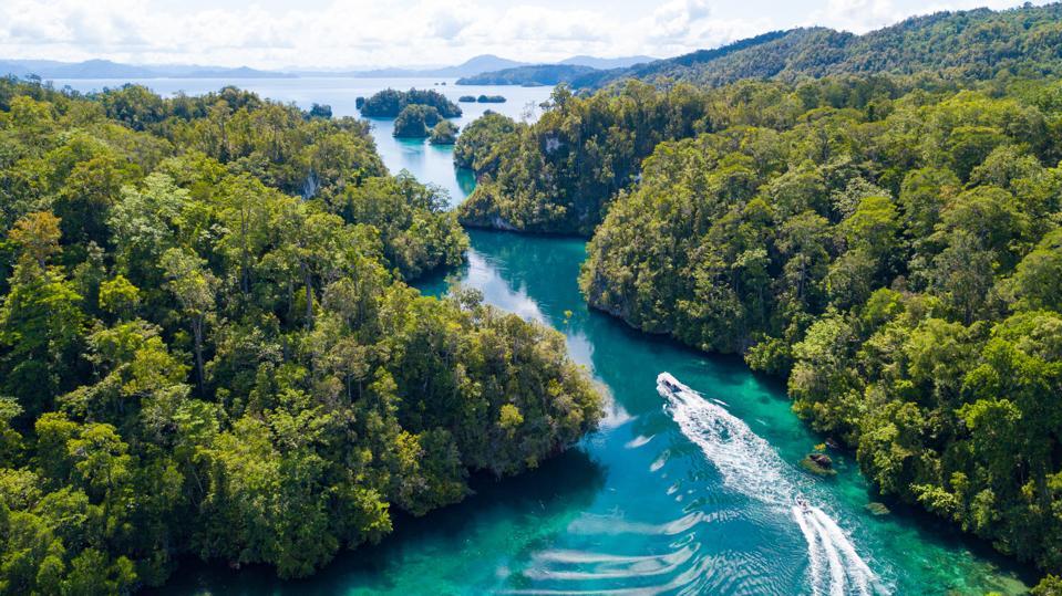 Meridian Adventure Sail Raja Ampat Diving