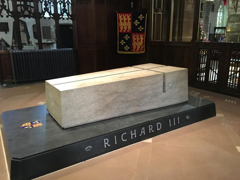 King Richard III monument