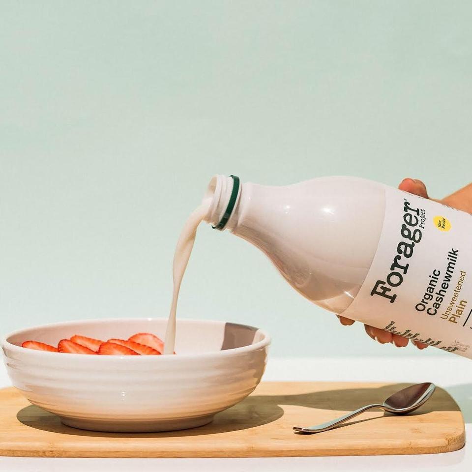 cashewmilk, non-dairy milk, cereal, milk bottle
