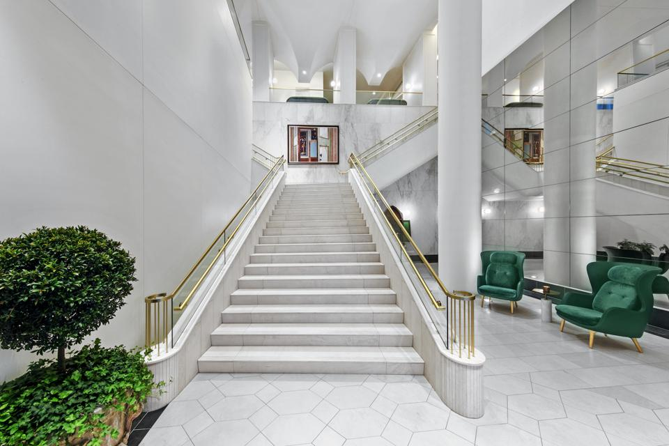 The Hotel Alessandra in Houston is white and light-filled with wide open spaces that provides an elegant feel. Rottet wanted the hotel to have a natural, healthy, clean green environment.