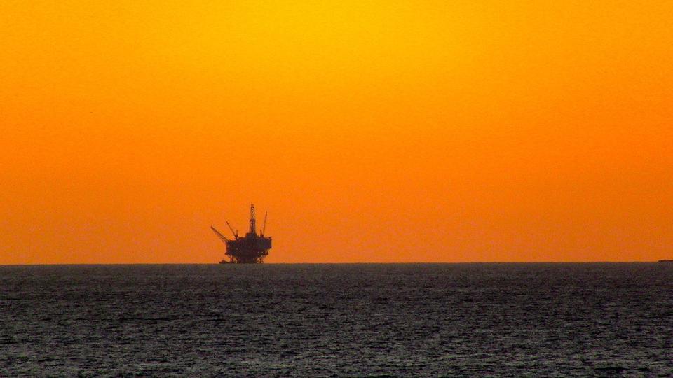 Off_Shore_Drilling_Rig,_Santa_Barbara,_CA_6_December,_2011