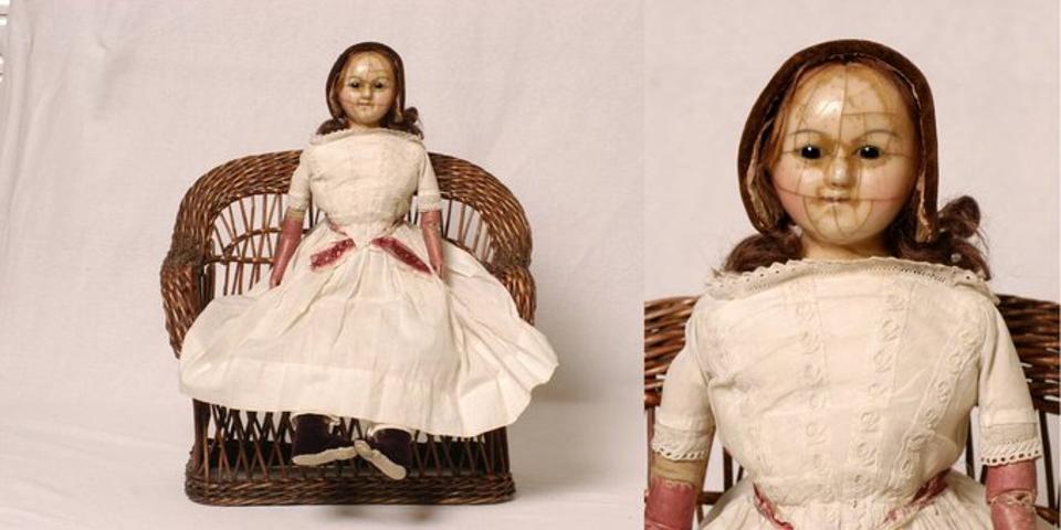Creepy doll photo.