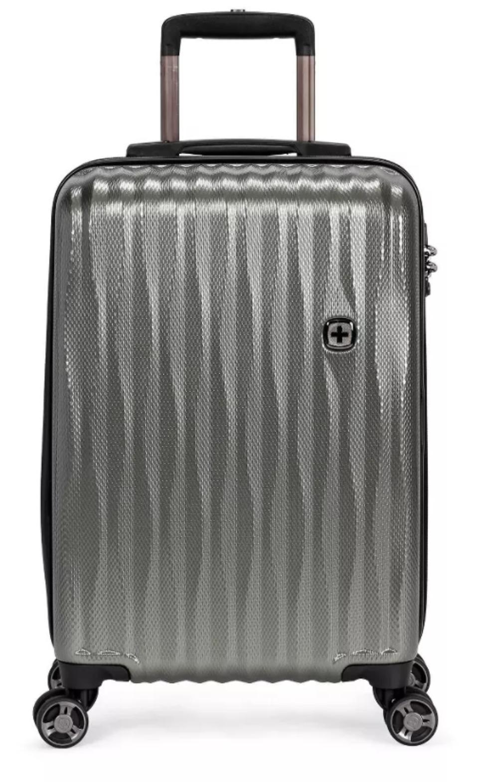 SWISSGEAR 20″ Energie USB Port PolyCarbonate Hardside Carry On Suitcase