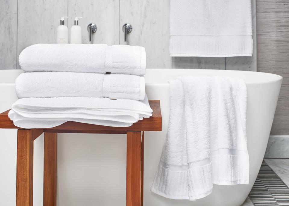 hotel towel set with tub