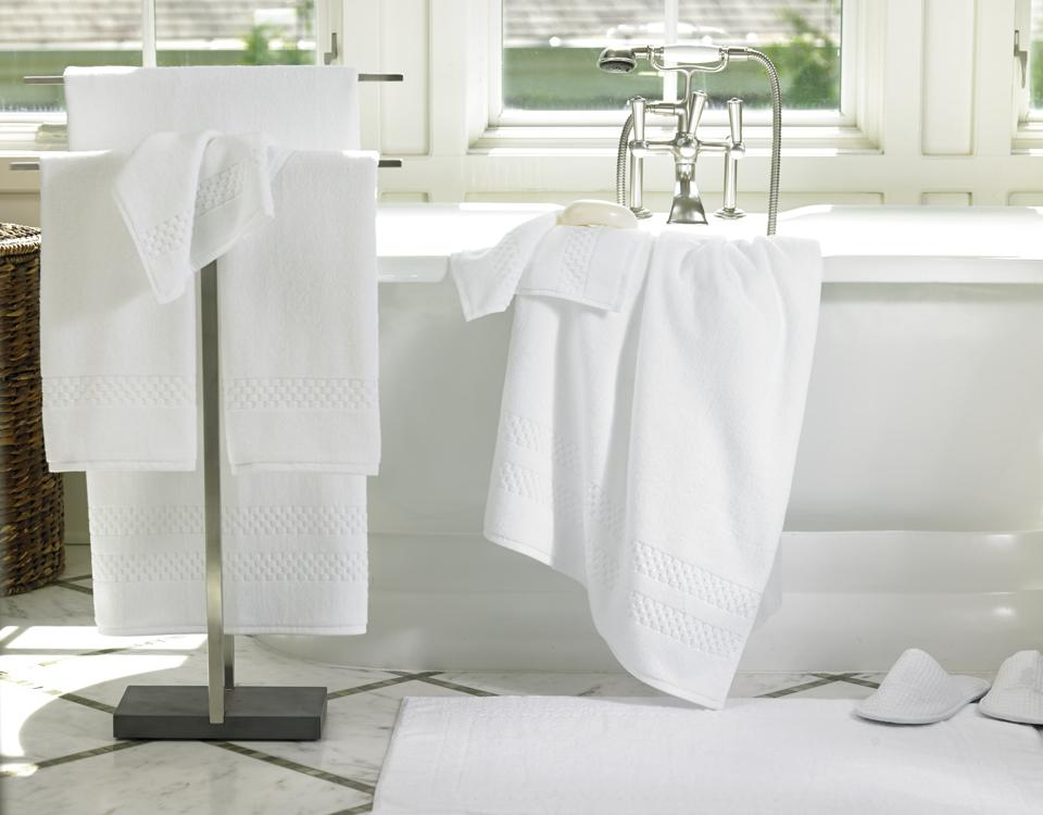 bath towels and tub