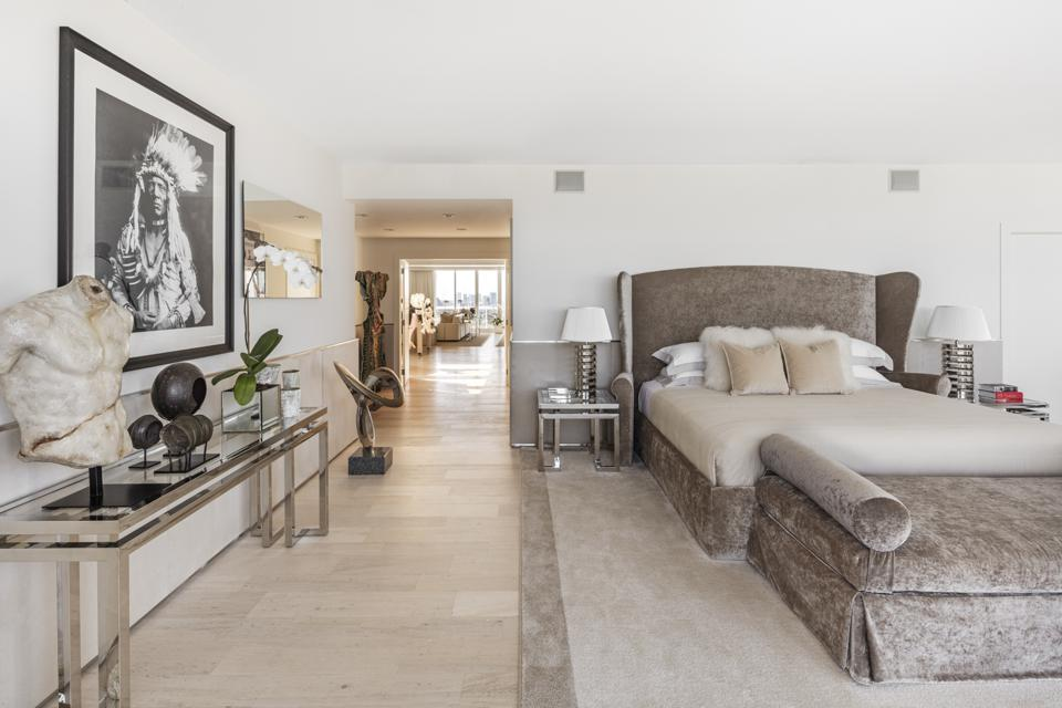 7,000 square feet, renovated mansion, sky, four bedrooms,