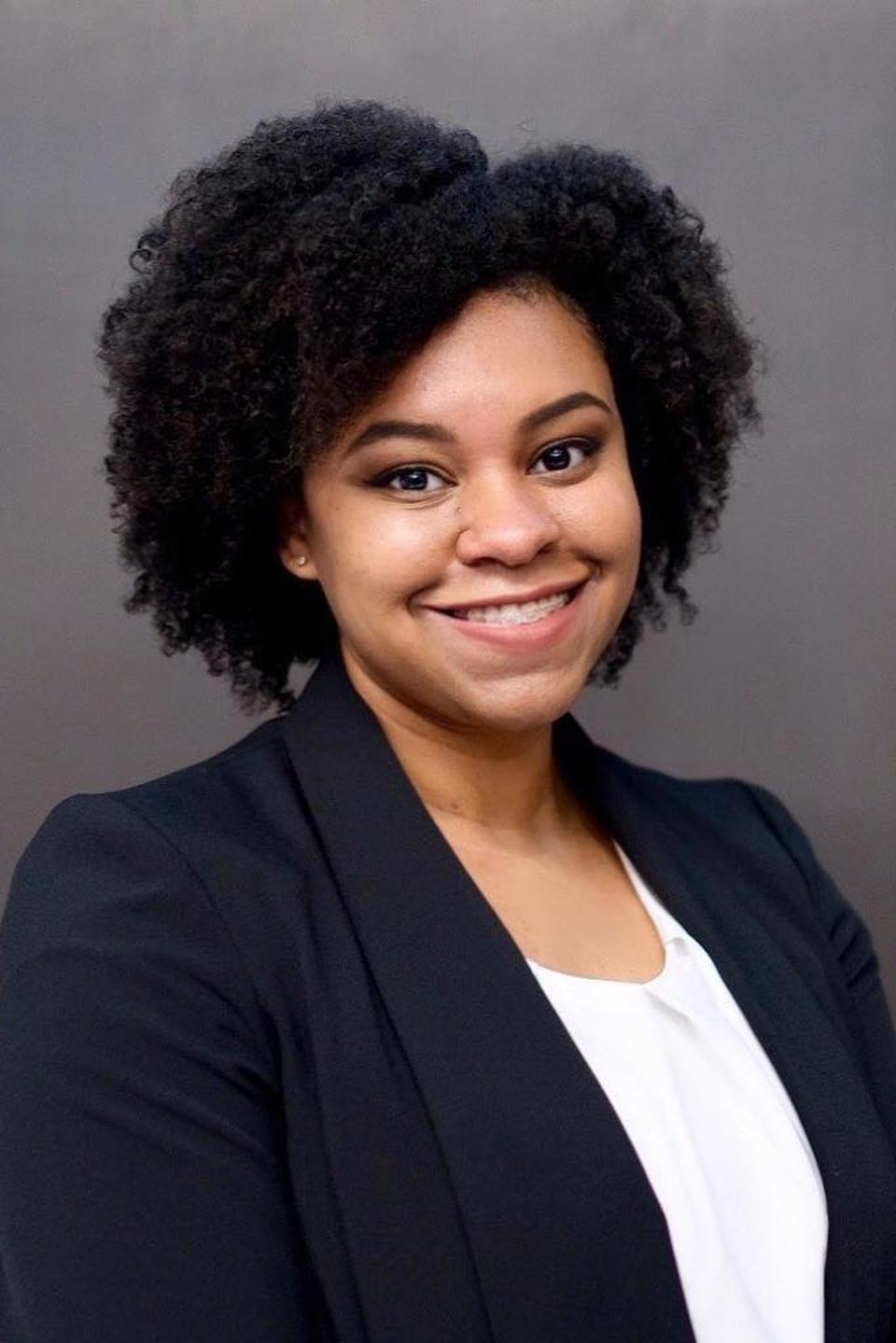 Headshot of Kianna Jackson in front of a gray background.