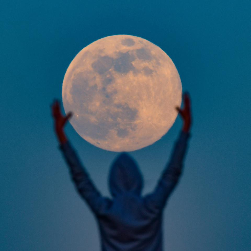 A ″supermoon″ rises this week.