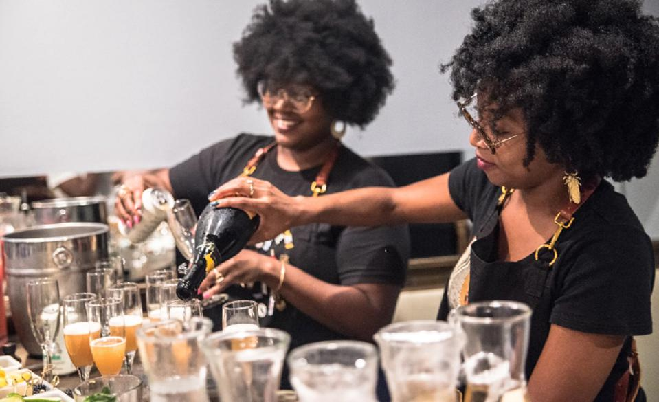 Cocktail Bandits Pouring