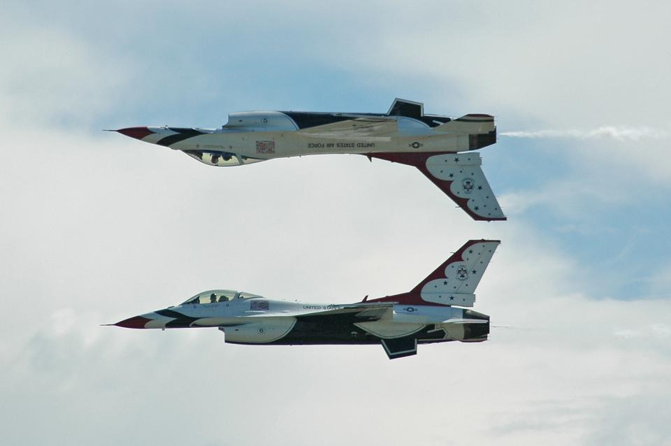 Thunderbirds #5 and #6 performing a reflection pass.