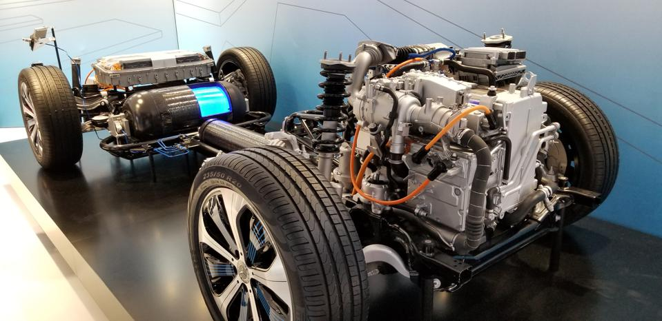 Daimler GLC F-Cell fuel cell vehicle platform, 2017 Los Angeles Autoshow. While passenger vehicles may not be a priority for Daimler for a while, the vast experience can be used for trucks.