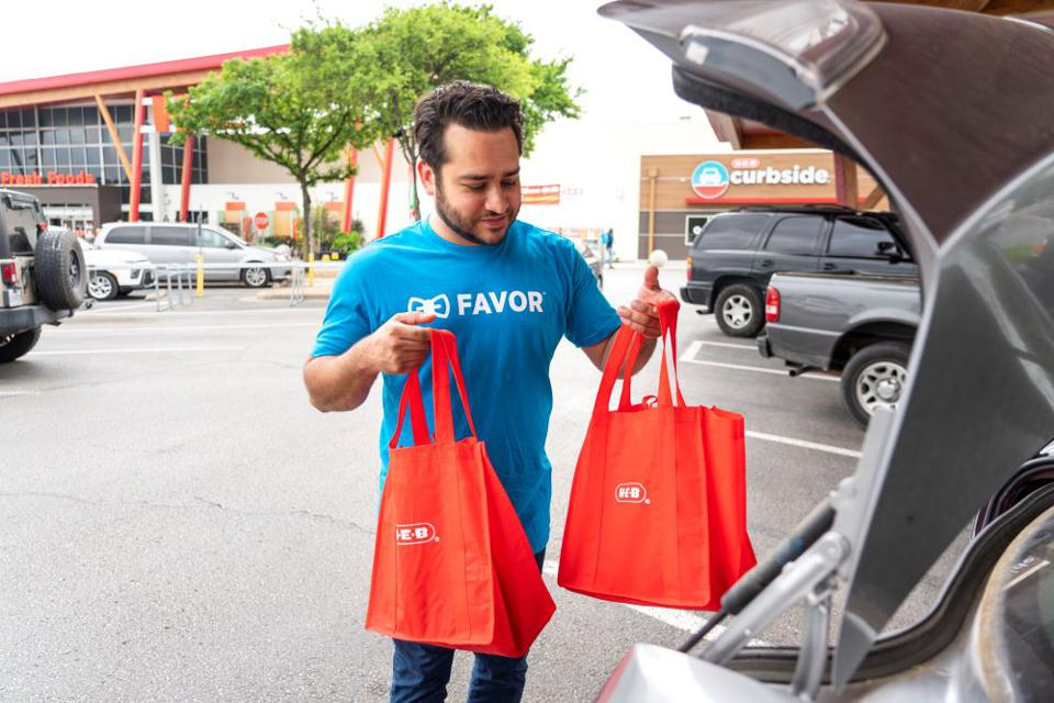 Favor delivery driver loads H-E-B grocery bags