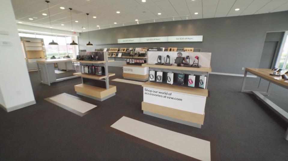 Verizon store resdesigned to ensure social distancing.
