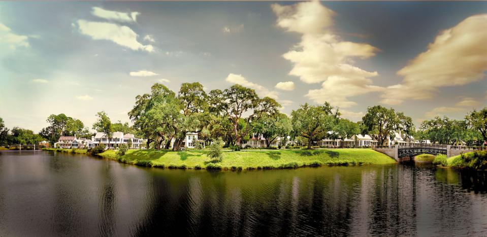 Palmetto Bluff is a 20,000-acre residential resort that does not look or feel like a development. Located in Bluffton, South Carolina, it is paradise for anyone who loves outdoor pursuits with a touch of sophistication.