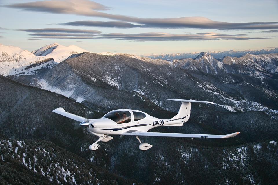 Diamond DA40 general aviation aircraft in flight.