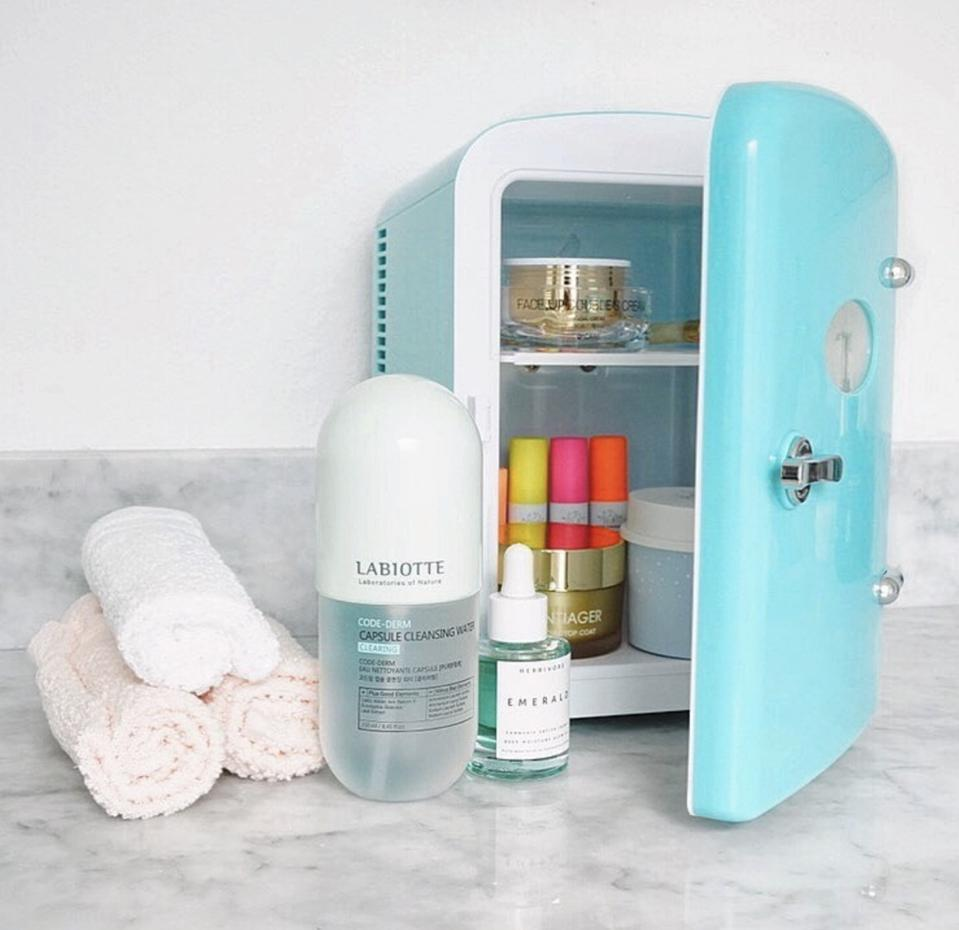 Everything that comes with The Beauty Spy mini refrigerator set.