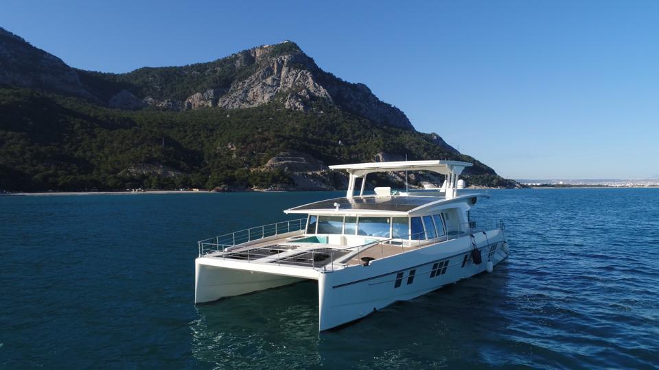 Yachts à énergie solaire Serenity Yachts Yachts de pointe