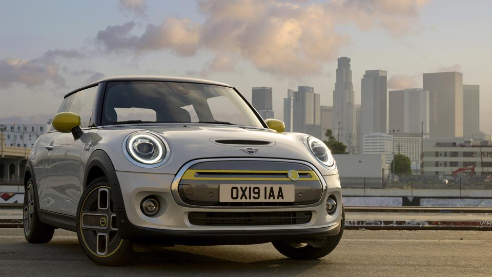 The new full-electric Mini Cooper SE is playful, athletic and reasonably priced. But there is a catch.