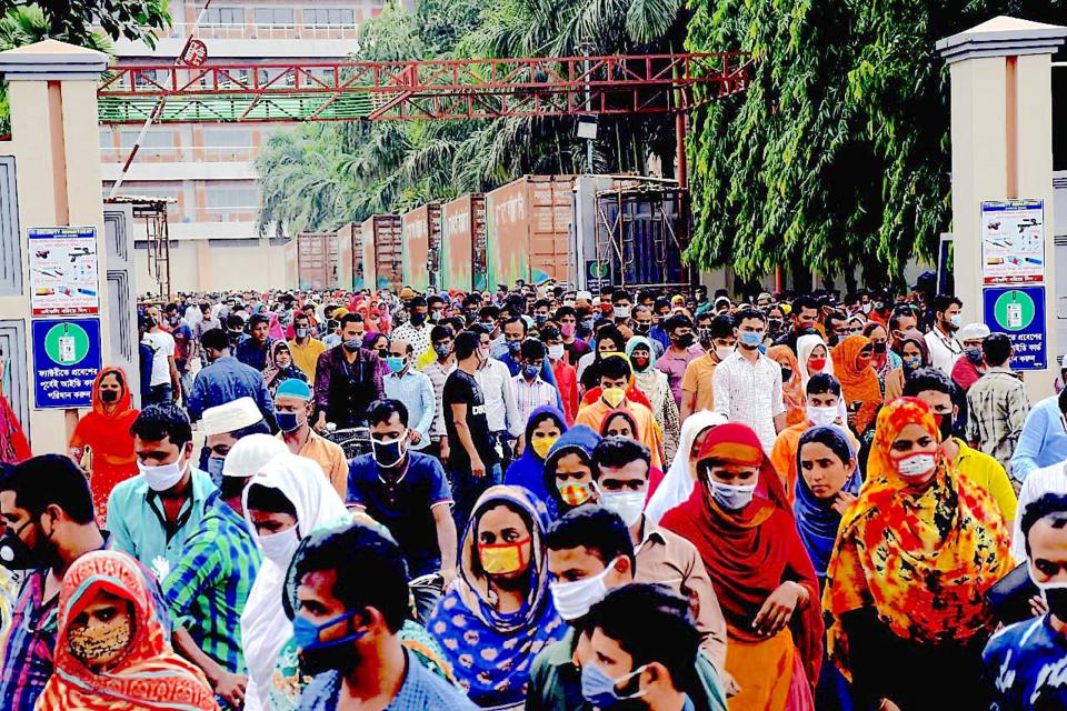 Bangladeshi garment workers leave factories without social distancing