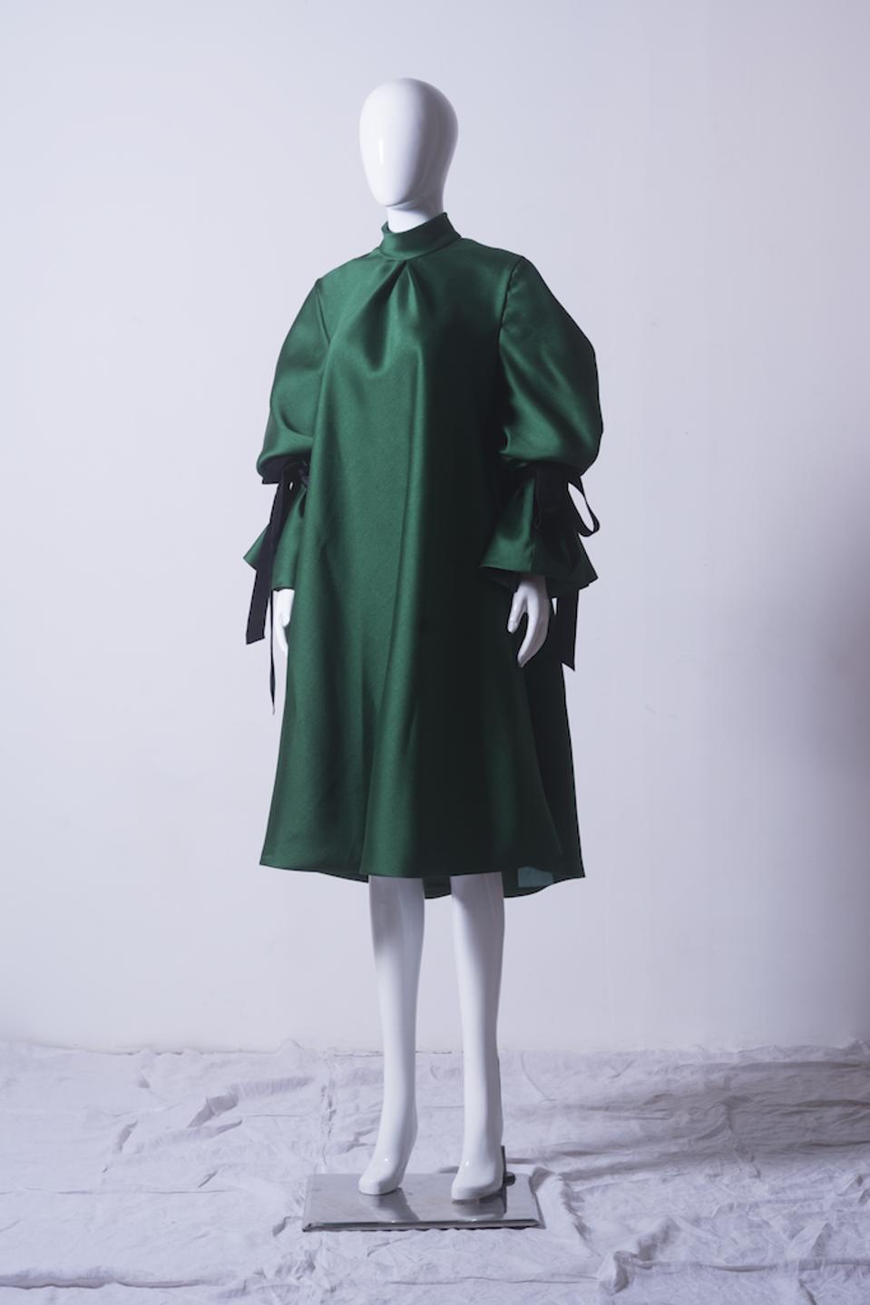 Emerald trapeze dress in gazar by Puey Quinones