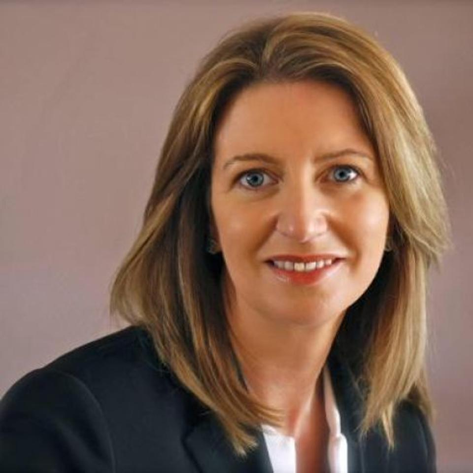 Maria Smith is an Oracle senior vice president and assistant corporate controller.