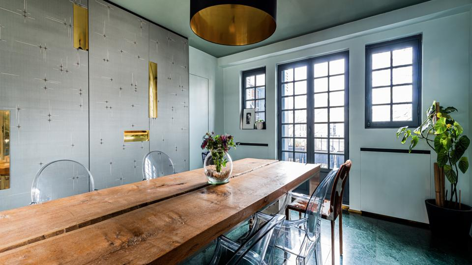 The dining room opens onto a small balcony facing Avenue Junot