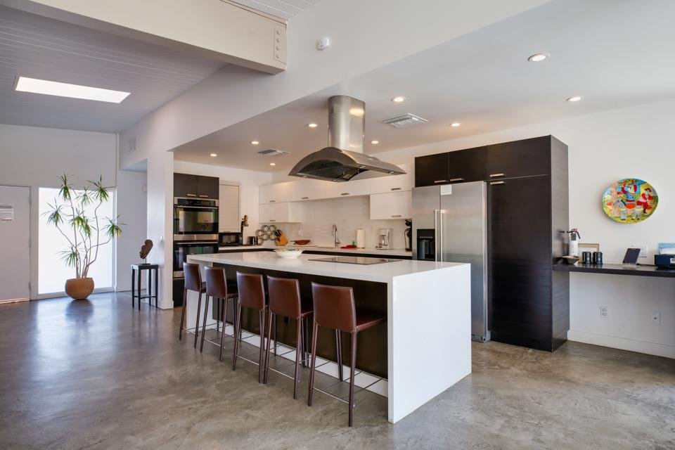 A spanking clean kitchen in a vacation rental.