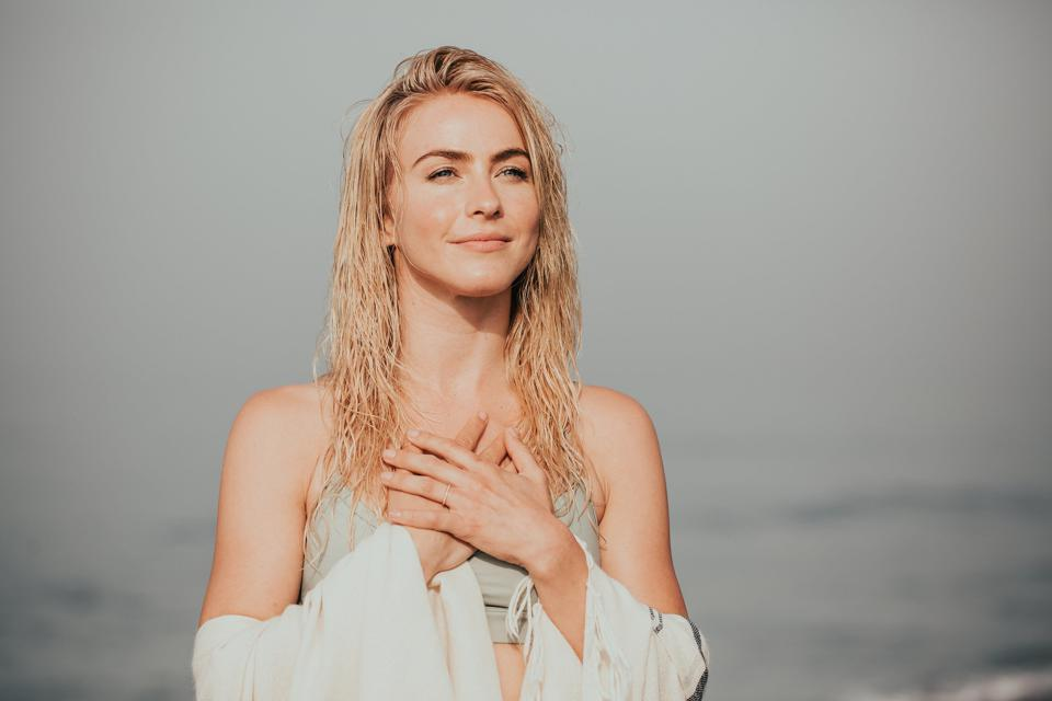 ″Dancing With The Stars″ two-time champion turned businesswoman, Julianne Hough and her company, KINRGY, have joined ranks with Light + Fit in a new business venture.