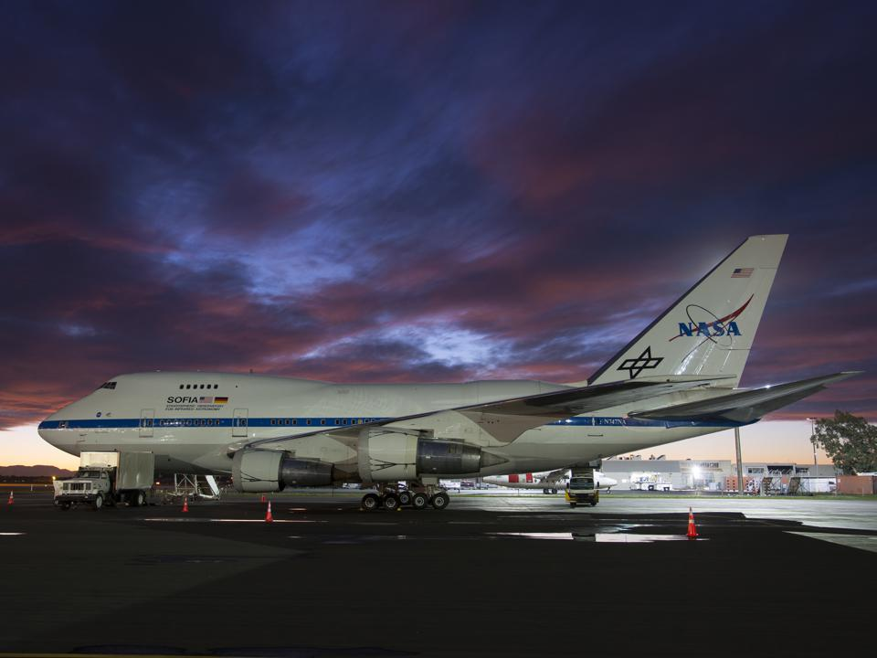 NASA's SOFIA ″flying telescope″ on a Boeing 747SP prepares for take-off.