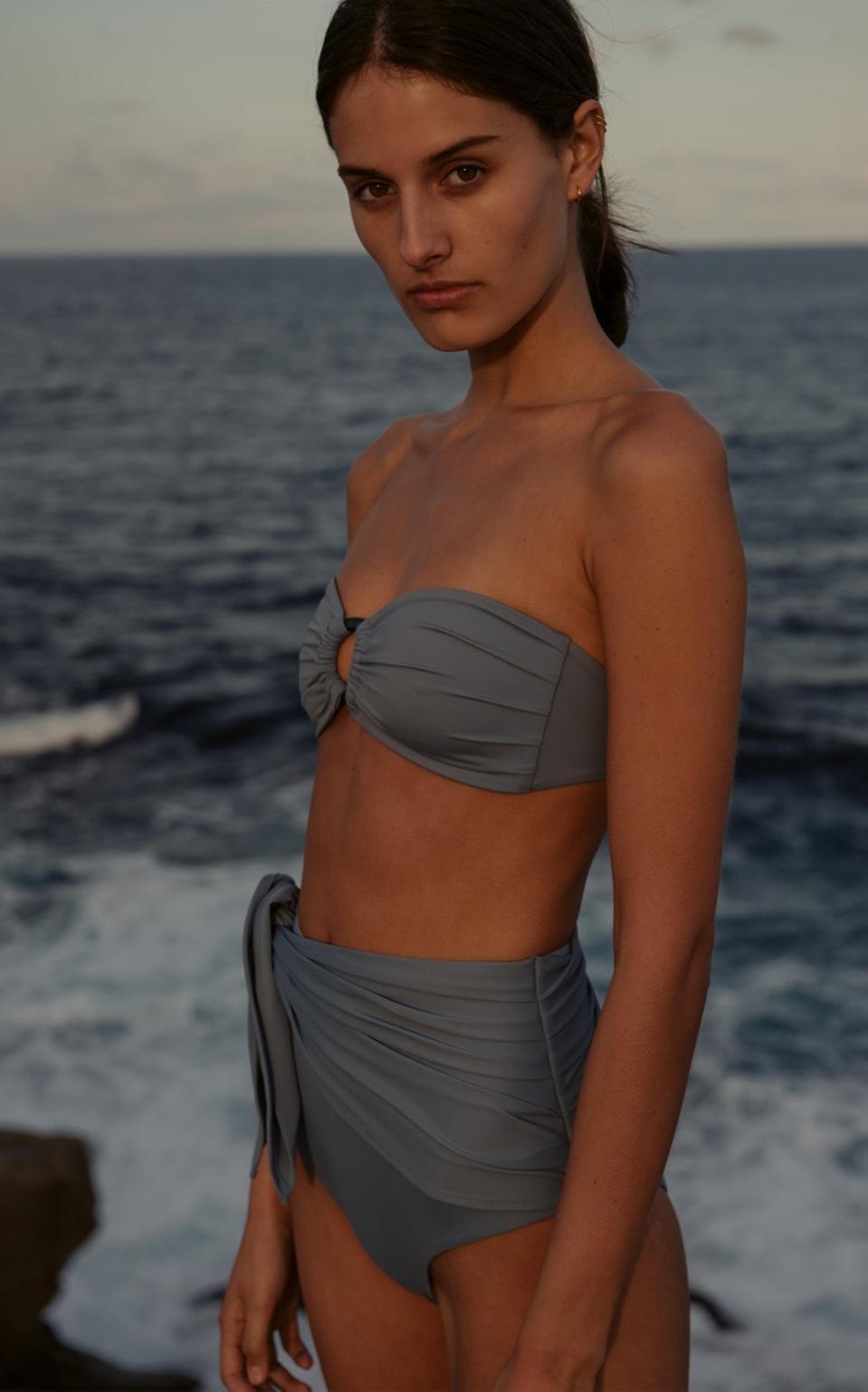Bruna Beandeau & Bella Ruched Cintura Alta Breve Bikini Bottom