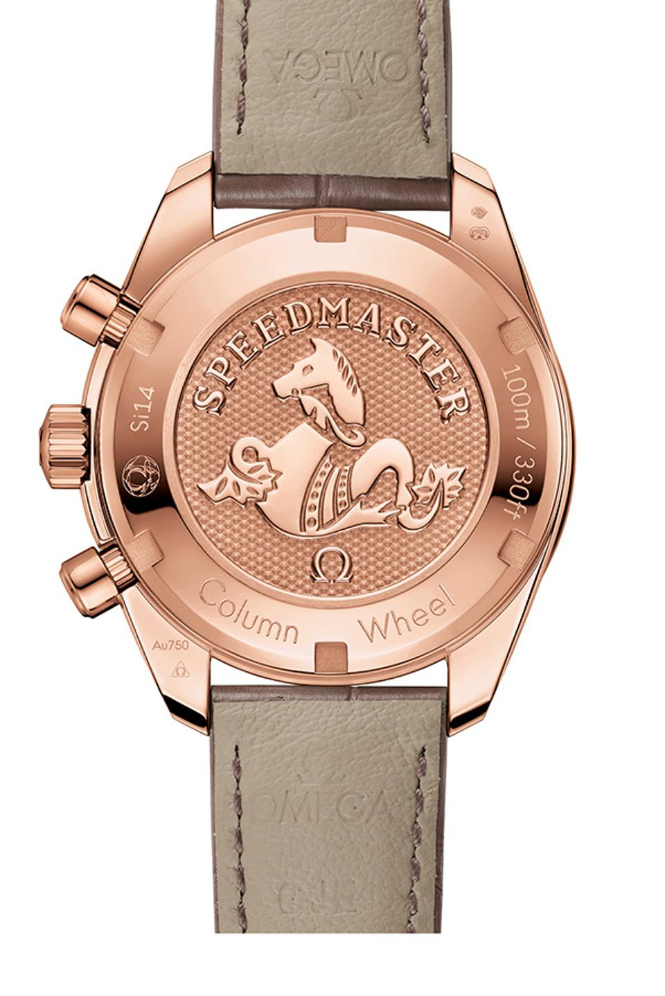 The caseback is engraved with the Speedmaster's iconic Seahorse insignia.