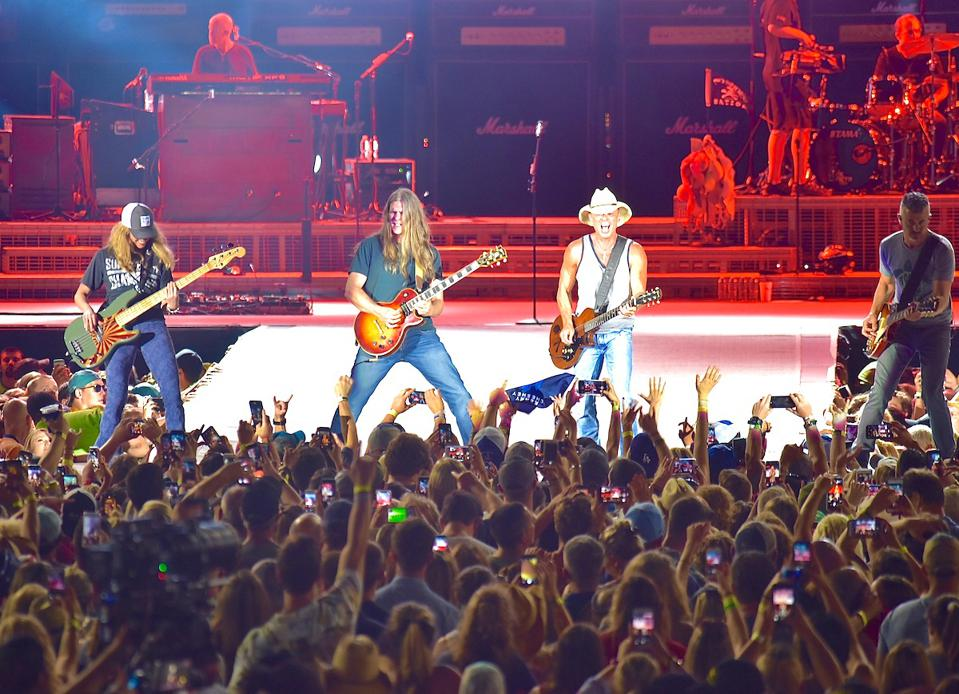 Kenny Chesney, Philadelphia, live music, Lincoln Financial Field, touring, concert