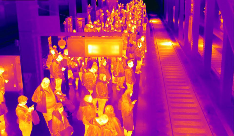 Thermal-camera-image-of-commuters-