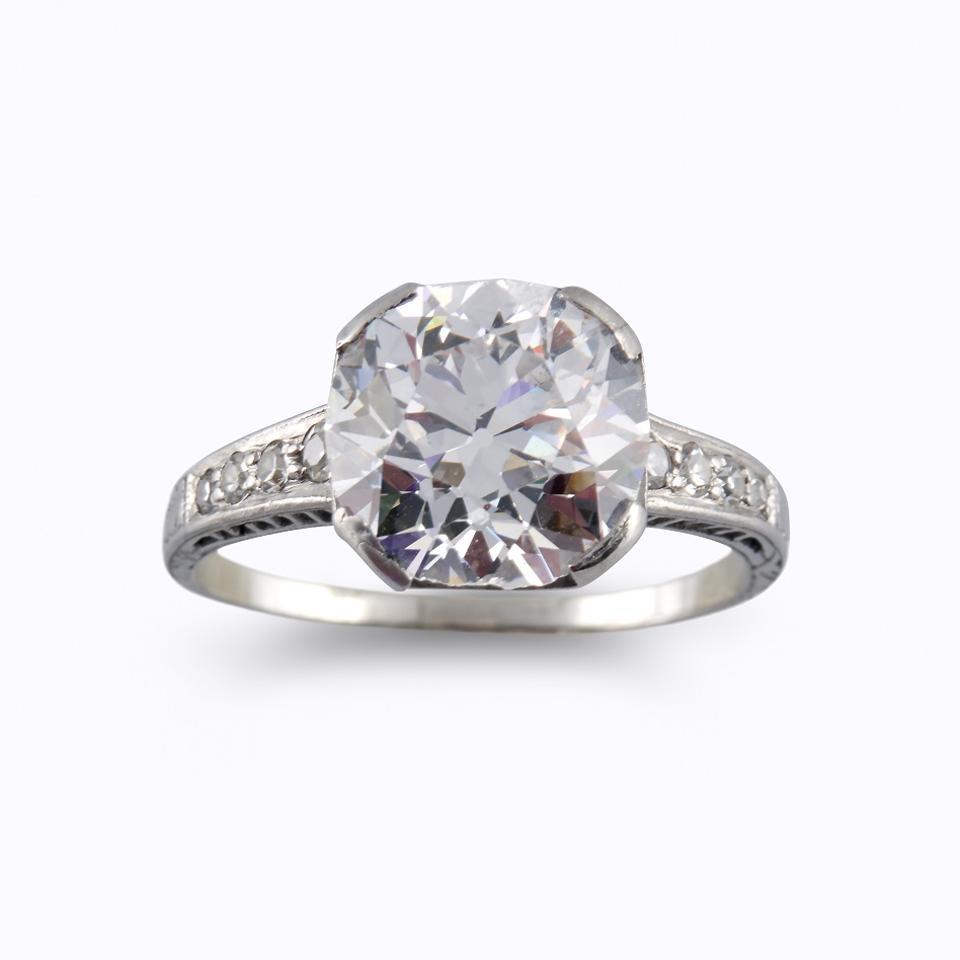 4.79-carat circular brilliant-cut diamond with E color, SI2 clarity