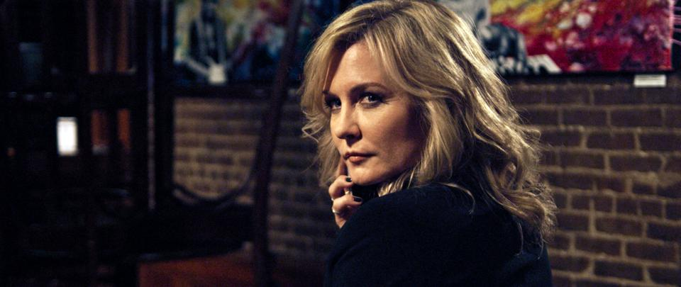 The actress Amy Carlson in a scene from the movie 'The Incoherents.'