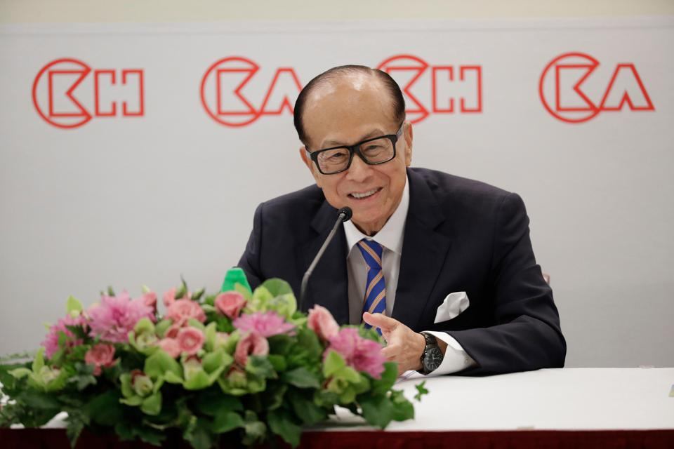 Li Ka-shing attends a news conference in Hong Kong in 2018.