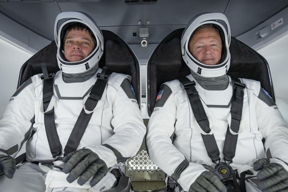 Les astronautes de la NASA Doug Hurley et Bob Behnken porteront des combinaisons spatiales spéciales SpaceX.
