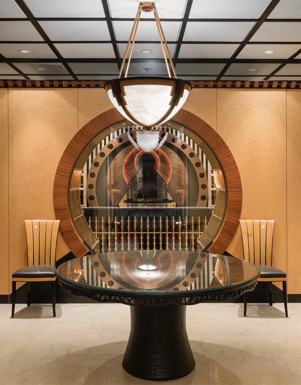 Bank vault-style humidor